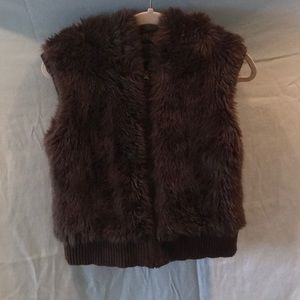 Reversible Vest sweater/fake fur w/pockets & hood